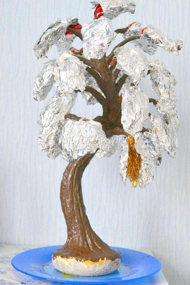 korichnevyj-cvet-dereva-620x930 Доброго дня всем))) Красное деревце из бисера.Моя новая краса=)