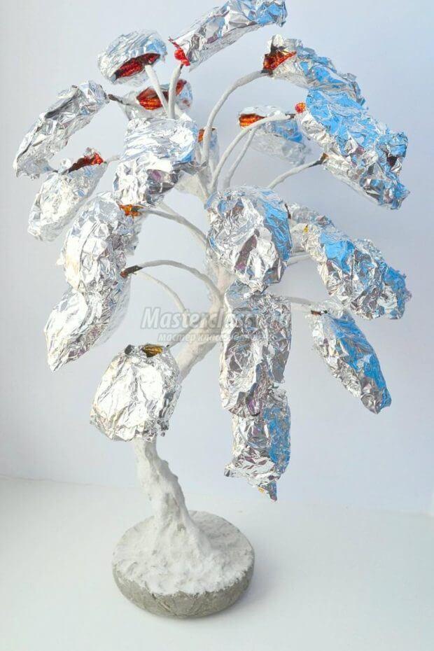 pokraska-dereva-620x930 Доброго дня всем))) Красное деревце из бисера.Моя новая краса=)