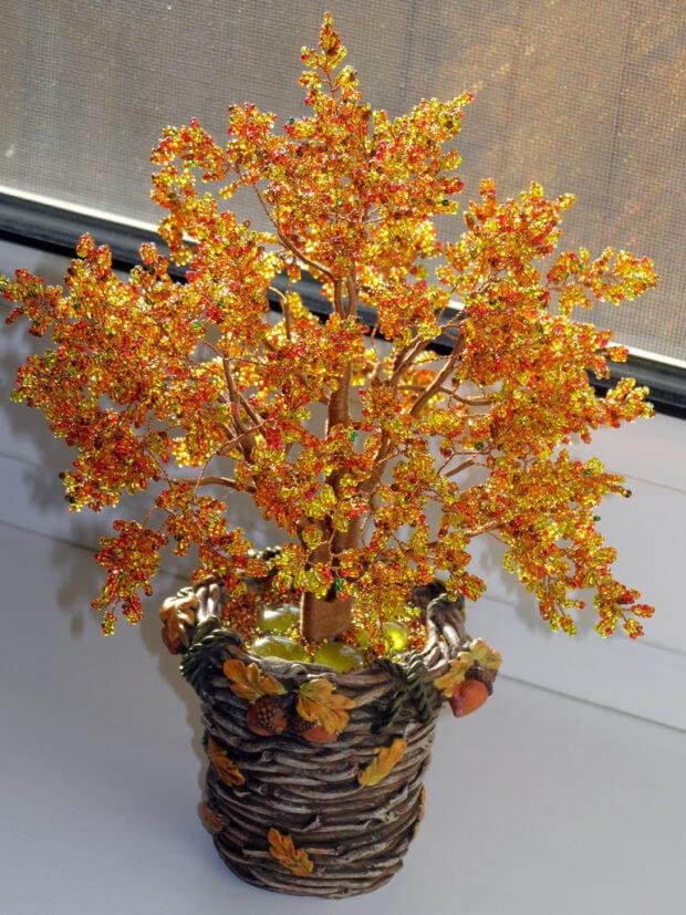 Готовое золотое дерево из бисера