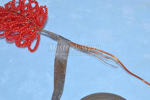 skreplenie-neskolkih-vetochek-620x413 Доброго дня всем))) Красное деревце из бисера.Моя новая краса=)
