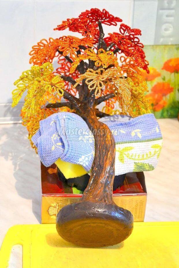 ukrashaem-derevo-620x930 Доброго дня всем))) Красное деревце из бисера.Моя новая краса=)