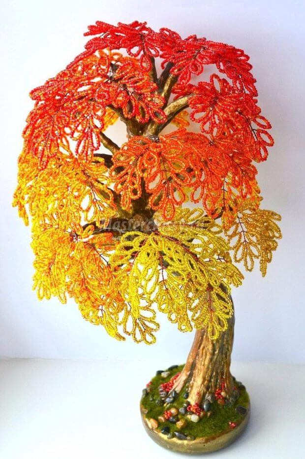 zolotoe-i-pyshnoe-derevo-iz-bisera-620x932 Доброго дня всем))) Красное деревце из бисера.Моя новая краса=)